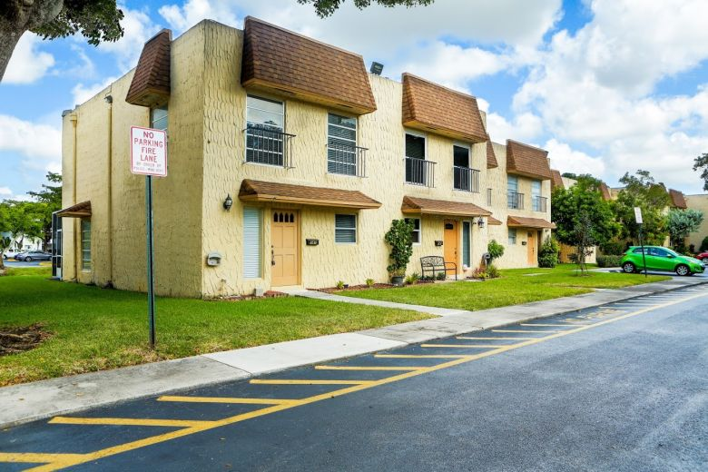 townhouse for sale by owner in plantation
